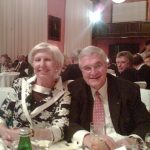 Raptis mit seiner Ehefrau am Abendessen